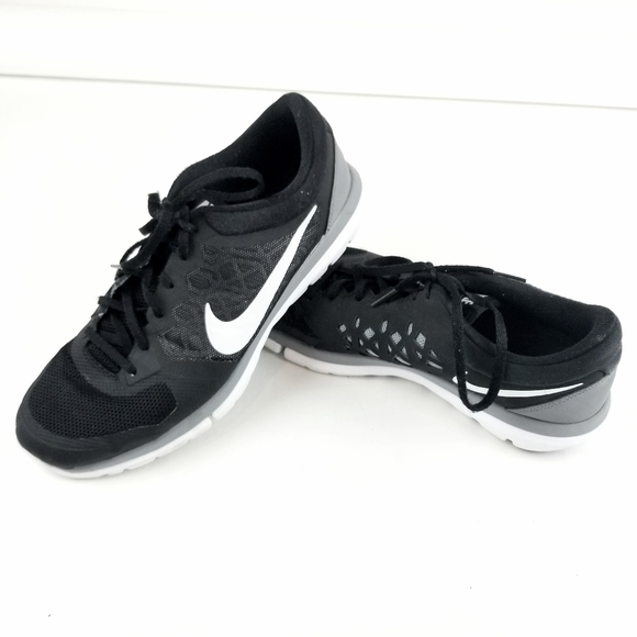 Mentor Supervivencia Ajuste  Nike Shoes   Mens Nike Flex Run Black Gray Athletic Gym Shoes   Poshmark